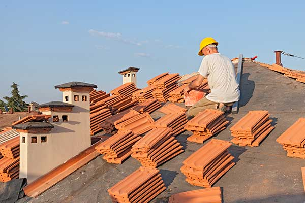 an orinda, ca roofer from element roofing maintains roof shingles