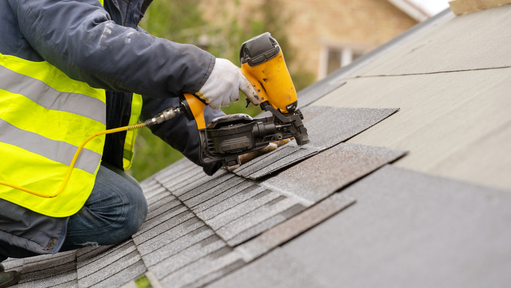 roofer in brentwood, ca installing new shingles
